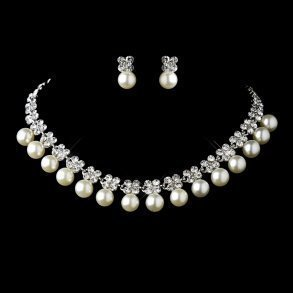 Antique Ivory Pearl Collar Style Necklace