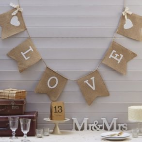 LOVE Hessian Bunting