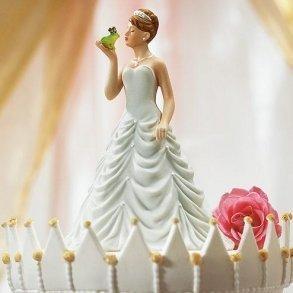 Princess Bride Kissing Frog Prince Figurine
