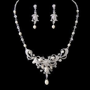Stunning Silver Clear Crystal & Freshwater Pearl Set