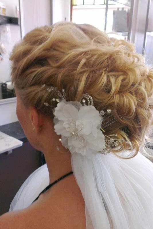 Delicate White Floral Comb With Crystal Accents