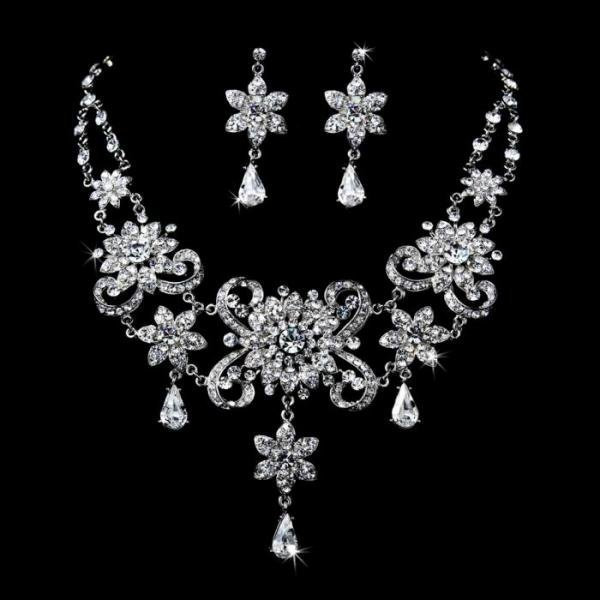 Elegant Vintage Crystal Collar Jewellery Set