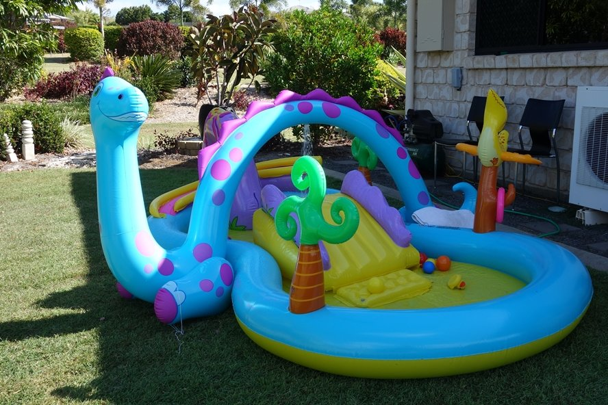 blow_up_dinosaur_pool